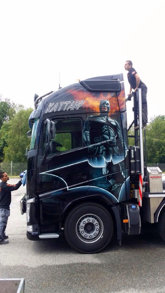 airbrush Batman truck